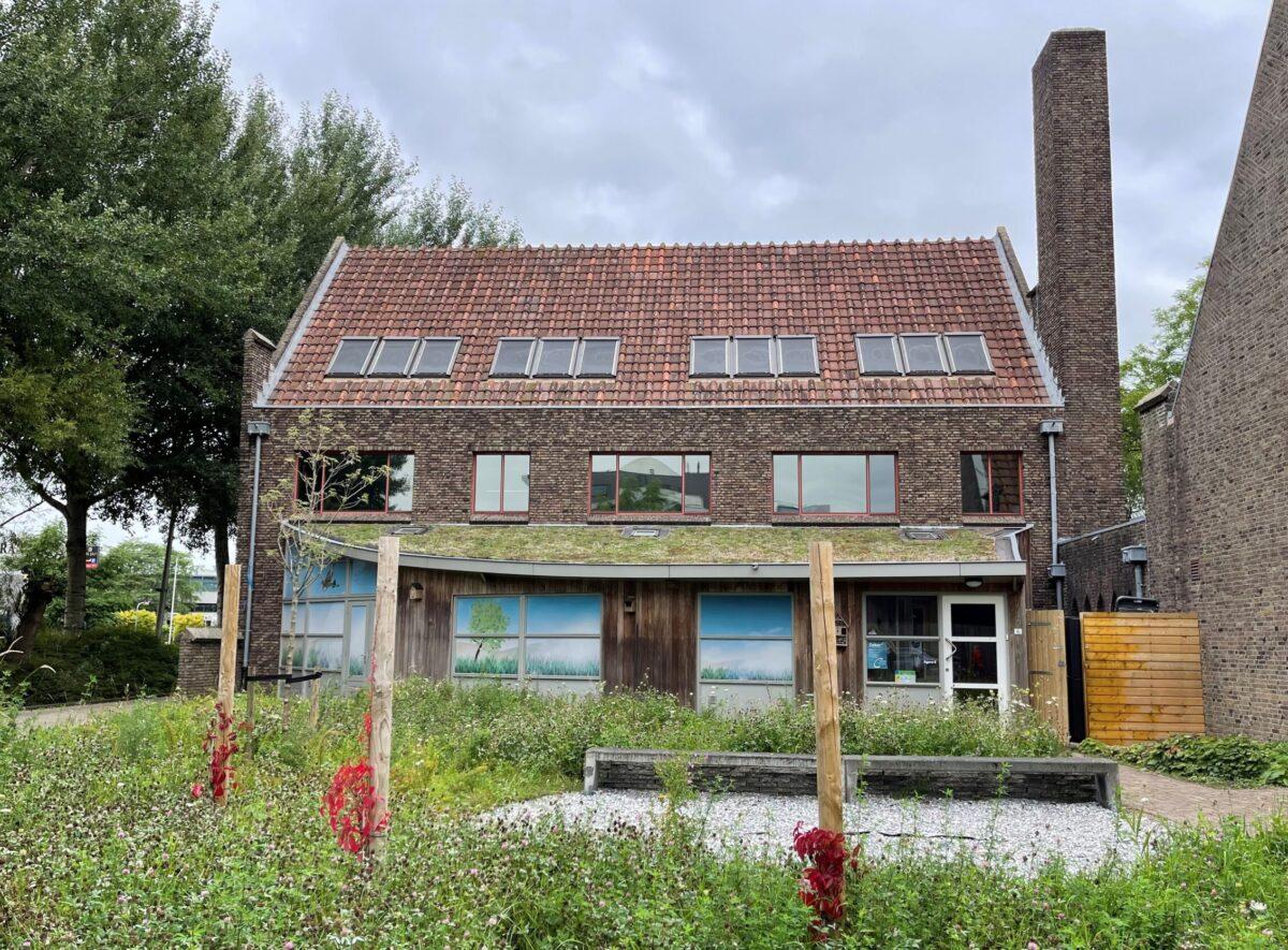 Gemeente Leeuwarden verduurzaamt pastorie Johannes de Doperkerk